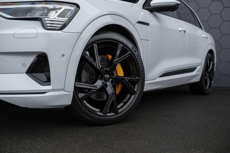 "Audi e-tron e-tron 55 quattro advanced Pro Line S 4% bijtelling!! DEC. 2018!! € 146,- netto bijtelling pm! Head-up + B&O etc. Tot januari 2024 4% bijtelling!! Prijs inclusief 22"" velgen afbeelding 16"