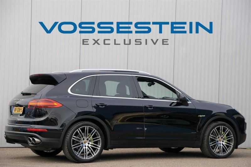 Porsche Cayenne 3.0 S E-Hybrid / Sport Chrono / Panodak / Trekhaak / Bose / Luchtvering / Sportstoelen afbeelding 5