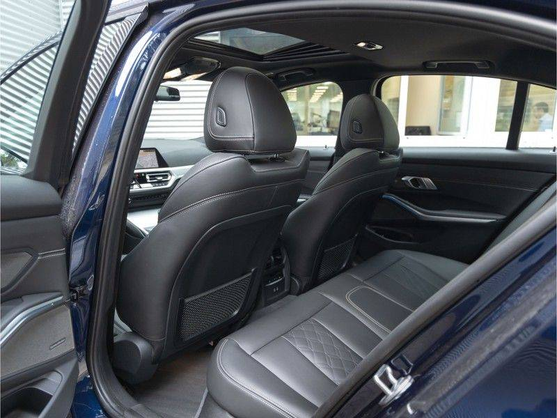 BMW 3 Serie 330e M-Sport - Individual - Dak - ACC - Harman Kardon - Trekhaak afbeelding 16