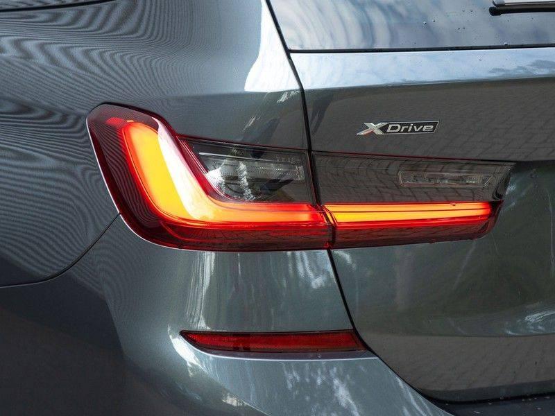 BMW 3 Serie Touring 330e xDrive M-Sport - Panorama - Active Cruise - Harman Kardon - Camera afbeelding 9