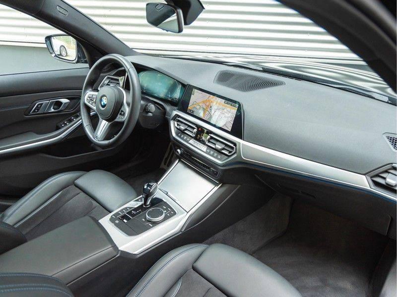 BMW 3 Serie Touring 330e xDrive M-Sport - Panorama - Harman Kardon - Active Cruise afbeelding 14