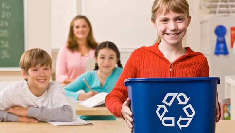 Imagem em destaque para o artigo: Reciclagem na escola: 5 dicas para incluir o assunto na grade
