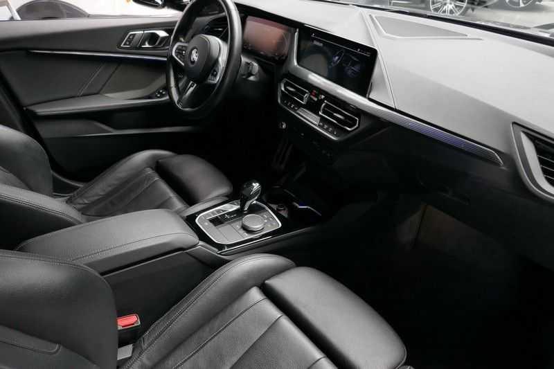 BMW 1 Serie M135i xDrive High Executive Virtual - Led - Panodak afbeelding 22