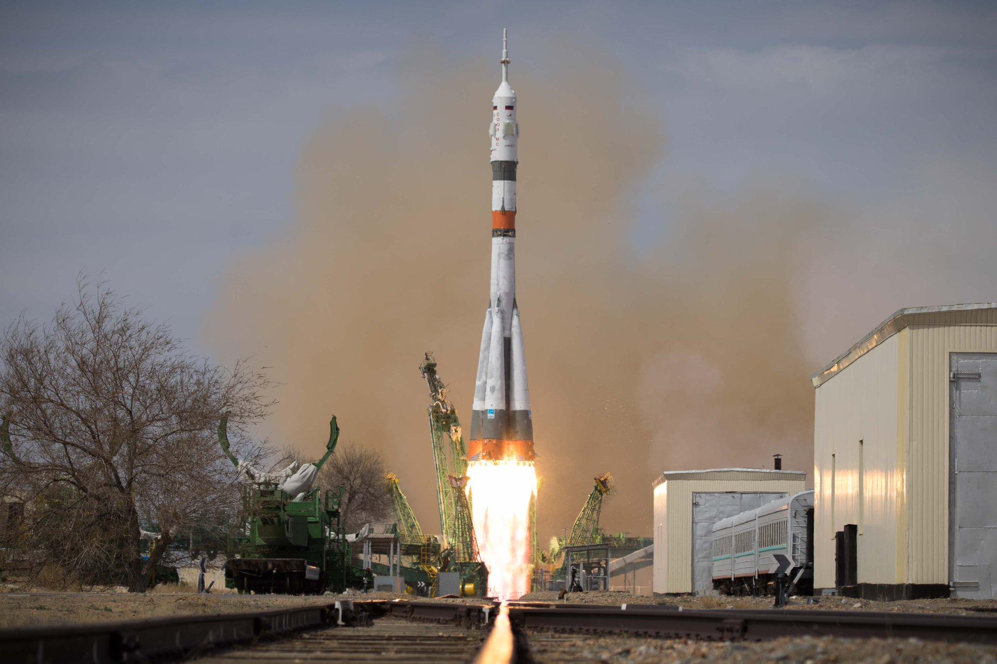 Imaginea 1: Lansarea primei rachete Sozyu-2.1a cu o capsulă cu echipaj la bord (Soyuz MS-16) de la cosmodromul din Baikonur. A fost al 102-lea zbor al unei rachete Soyuz. (Sursa foto: Roscosmos)