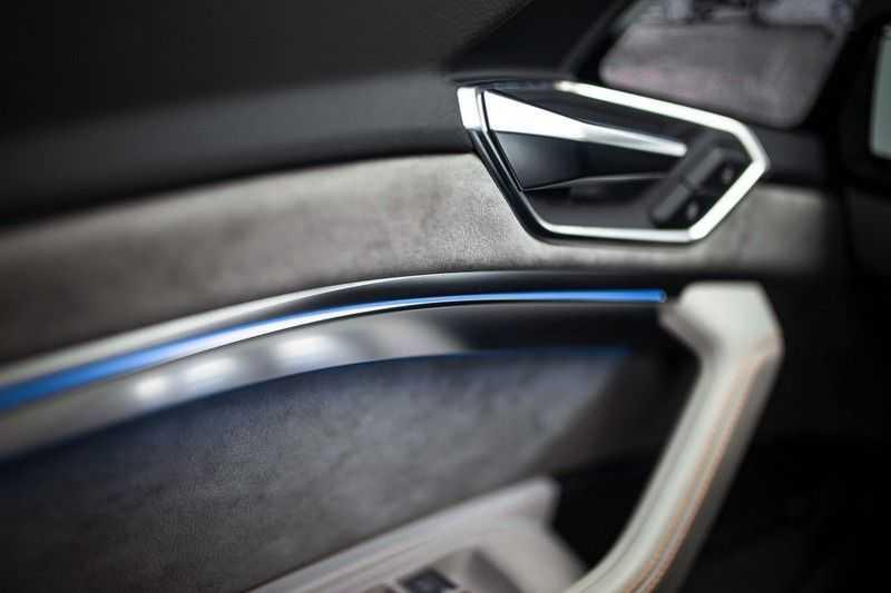 "Audi e-tron 55 Quattro *4% Bijtelling / Massage / HUD / Pano / 21"" / Hulppakket Stad & Tour* afbeelding 21"