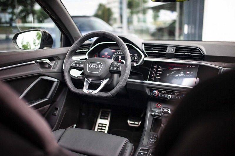 Audi RS Q3 2.5 TFSI Quattro *B&O / Pano / ACC / RS Sportstoelen / Sportuitlaat / Trekhaak* afbeelding 4