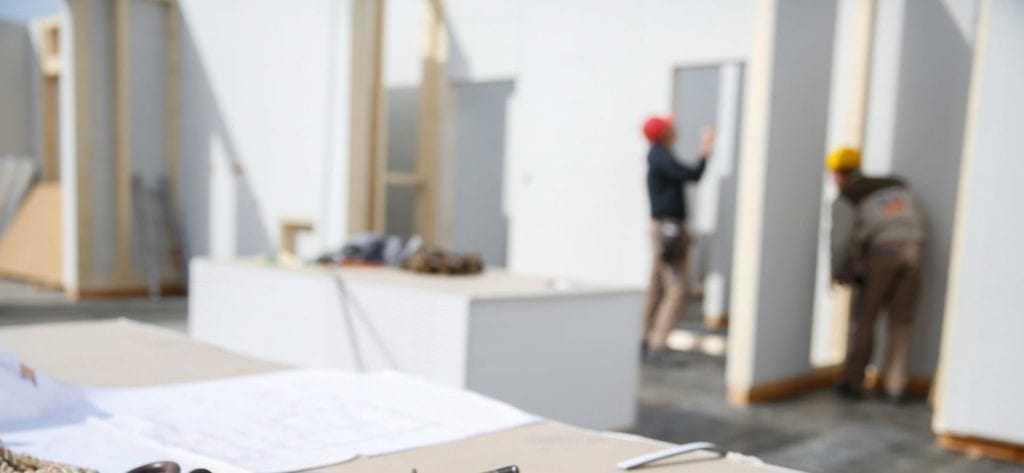 Dyktige håndverkere bygger ditt drømmehus