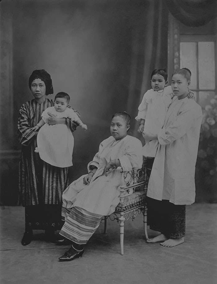 Malay women and infants, 1910