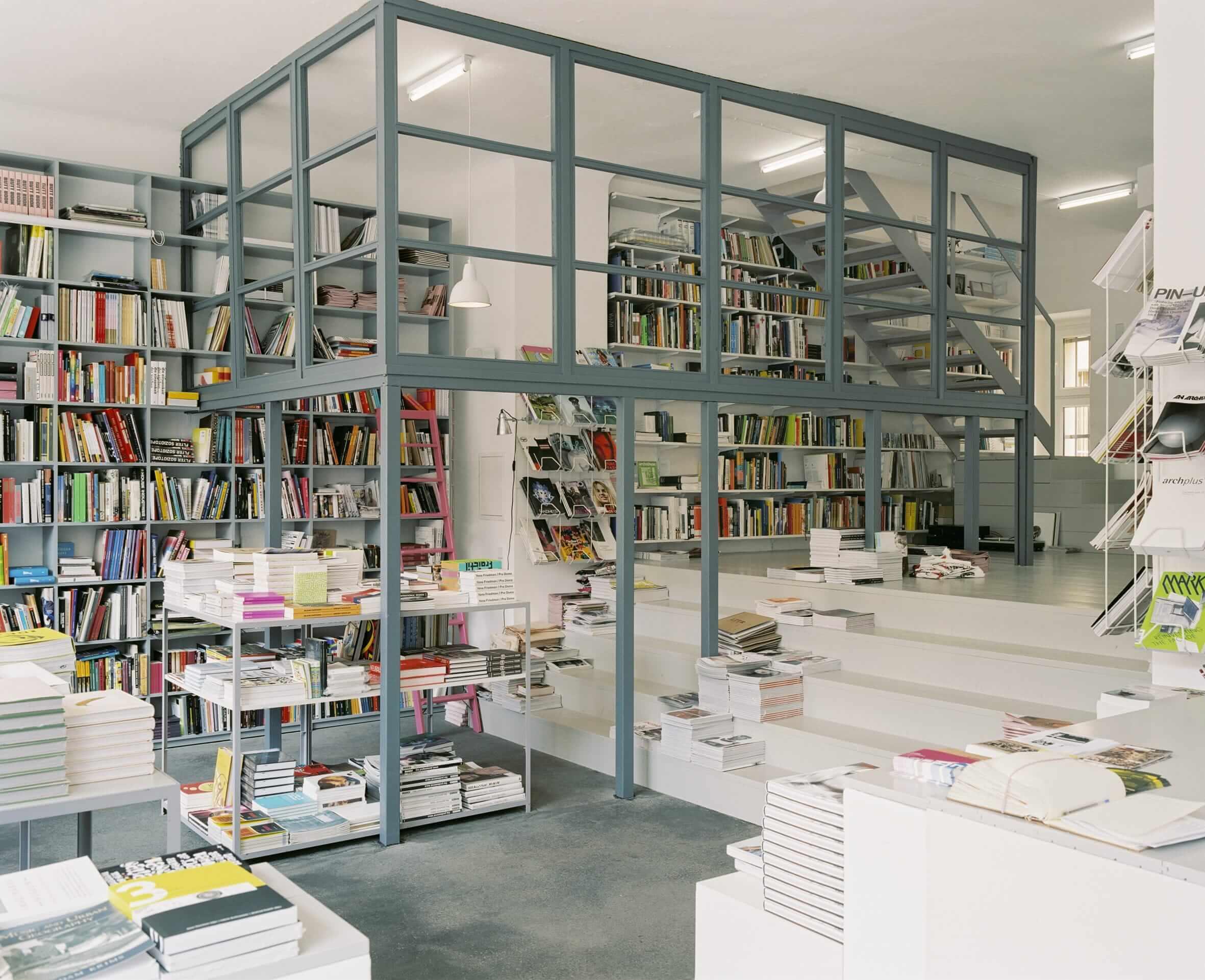 Интерьер книжного магазина Pro qmвБерлине, Германия. Источник: инстаграм-страница магазина