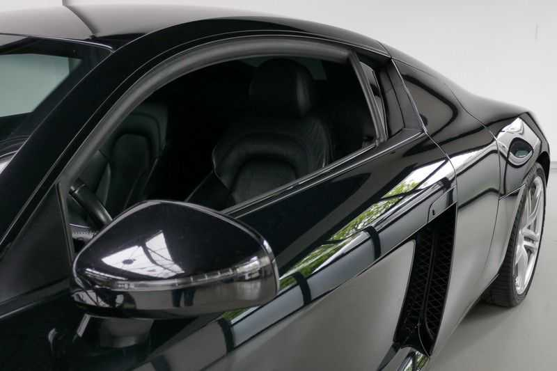 Audi R8 4.2 V8 FSI Quattro Black Edition afbeelding 4