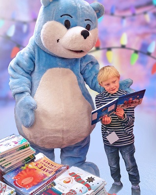 A child meets Bookstart Bear