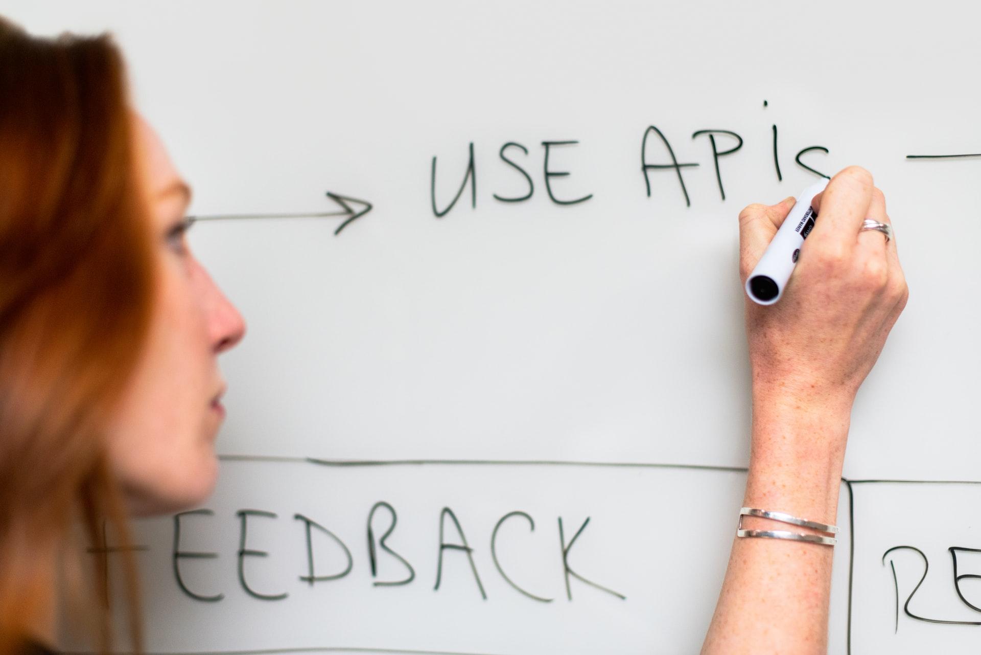 O que é integração via API e por que é importante para a sua operação de vendas?