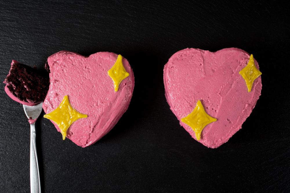 vegan sparkle heart emoji cake