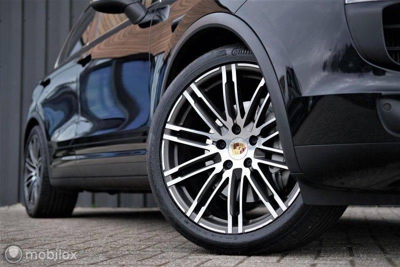 Porsche Cayenne 4.2 D S | Panoramisch dak | Bose | 850 Nm afbeelding 8