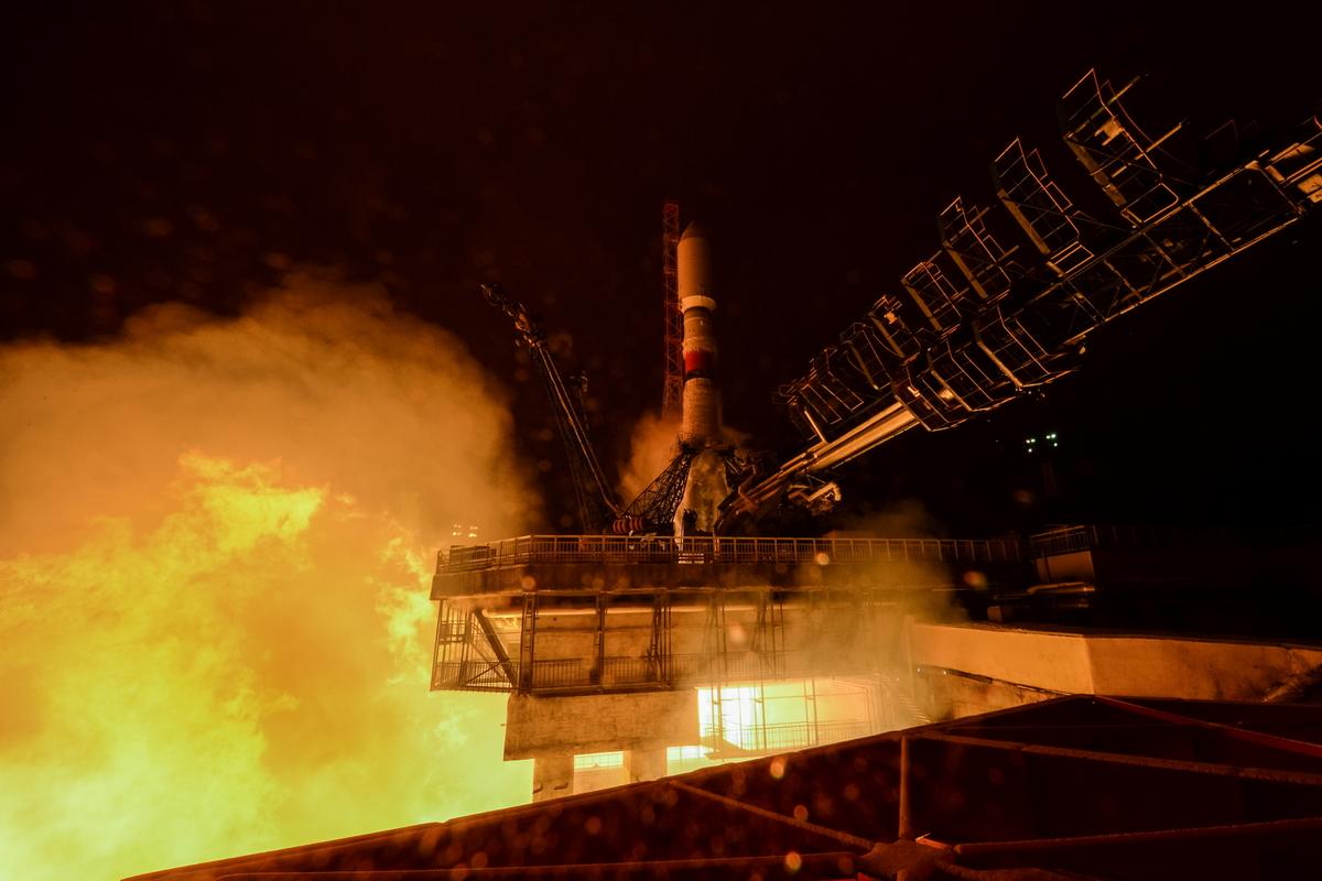 Imaginea 1: Lansarea rachetei Soyuz-STA de la Kourour, Guiana Franceză, având la bord satelitul militar FalconEye-2 al Emiratelor Arabe Unite (Sursa: Glavkosmos)