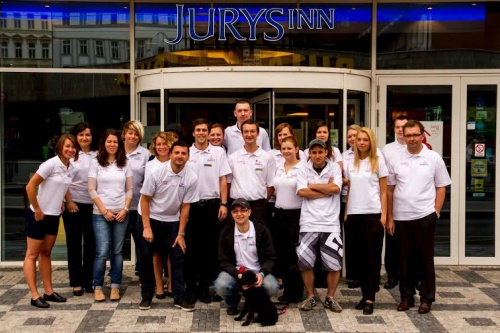 zamestnanci-spolecnosti-jurys-inn-prague-pomahali-sportem_1408353841.jpg