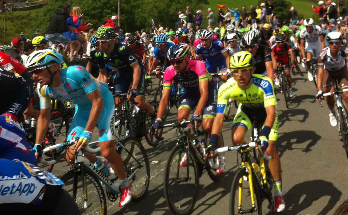 Riders in the Tour de France scaling Holme Moss