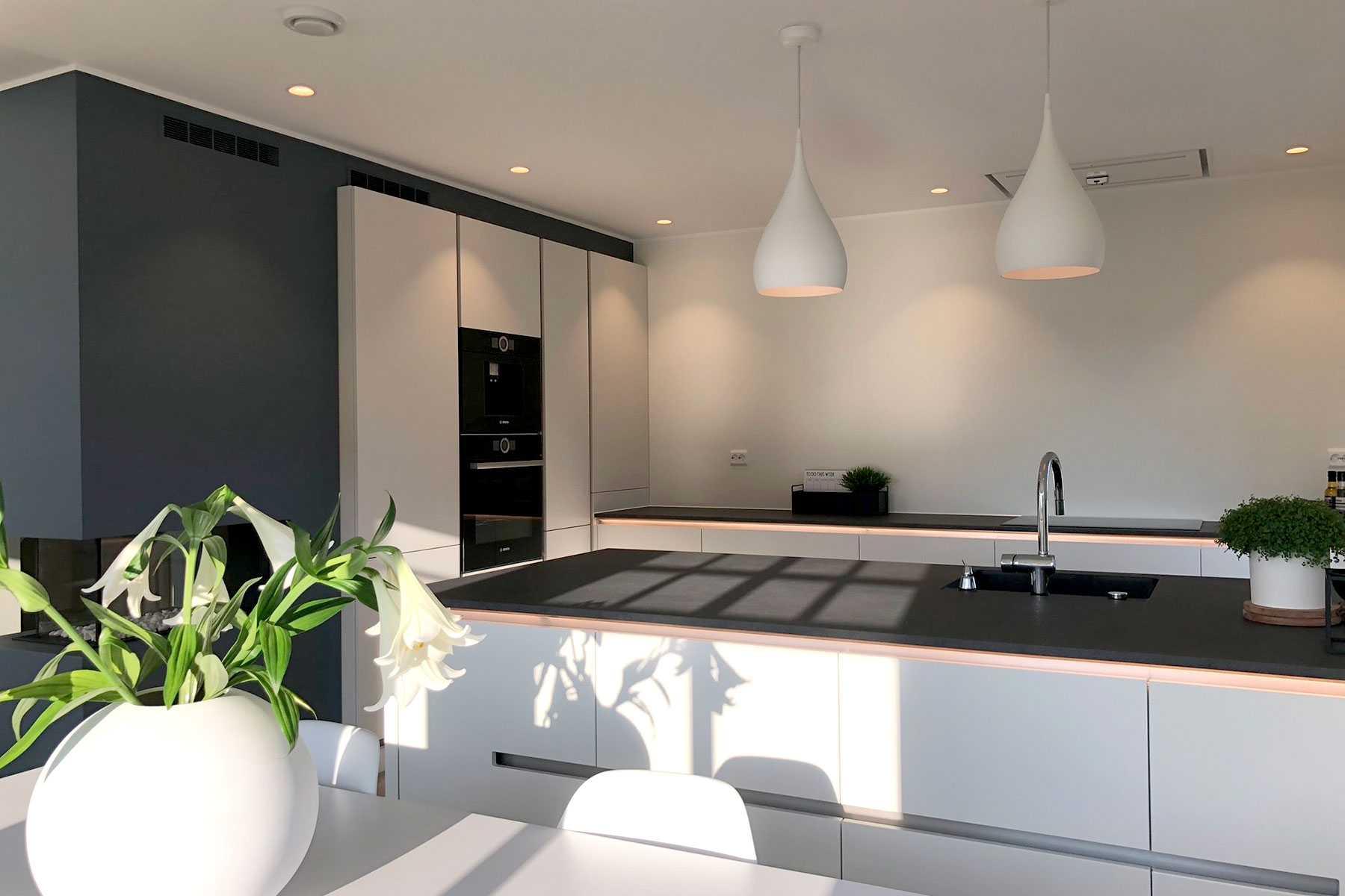 Bygge hus med ABChus? Her kan du lese erfaringer fra kundene våre - Et flott kjøkken i et av ABChus sine ferdighus