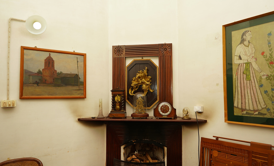 A working fireplace in the corner