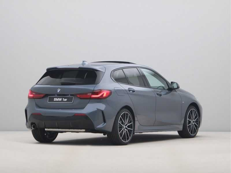 BMW 1 Serie 118i 5rds High Exe M-Sport Aut. afbeelding 14