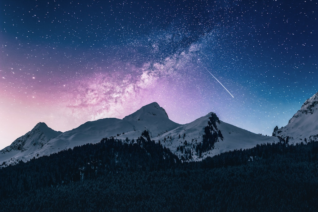Shooting star - Photo by Benjamin Voros on Unsplash