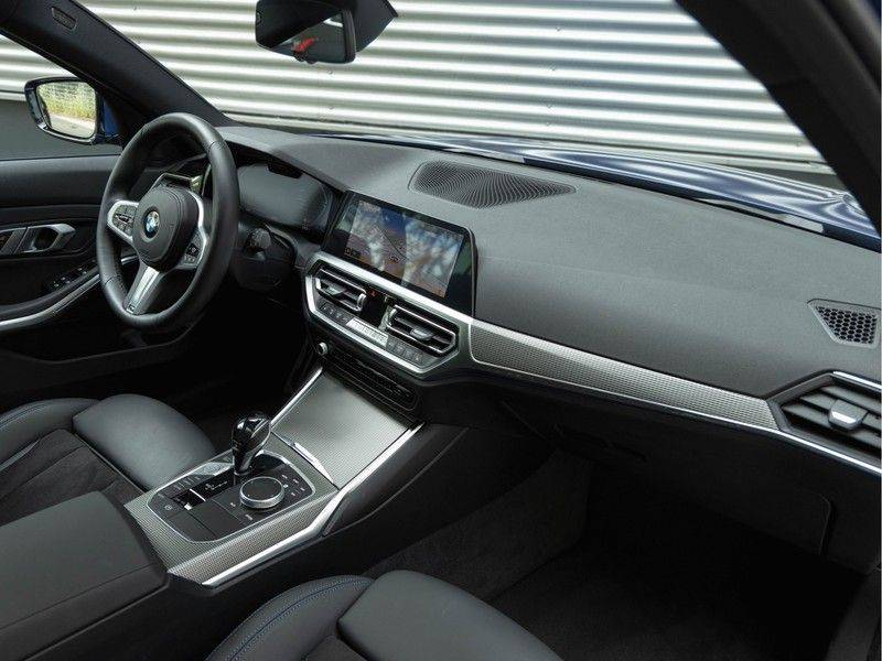 BMW 3 Serie Touring 330i M-Sport - Panorama - Driving Assistant Professional - DAB afbeelding 14