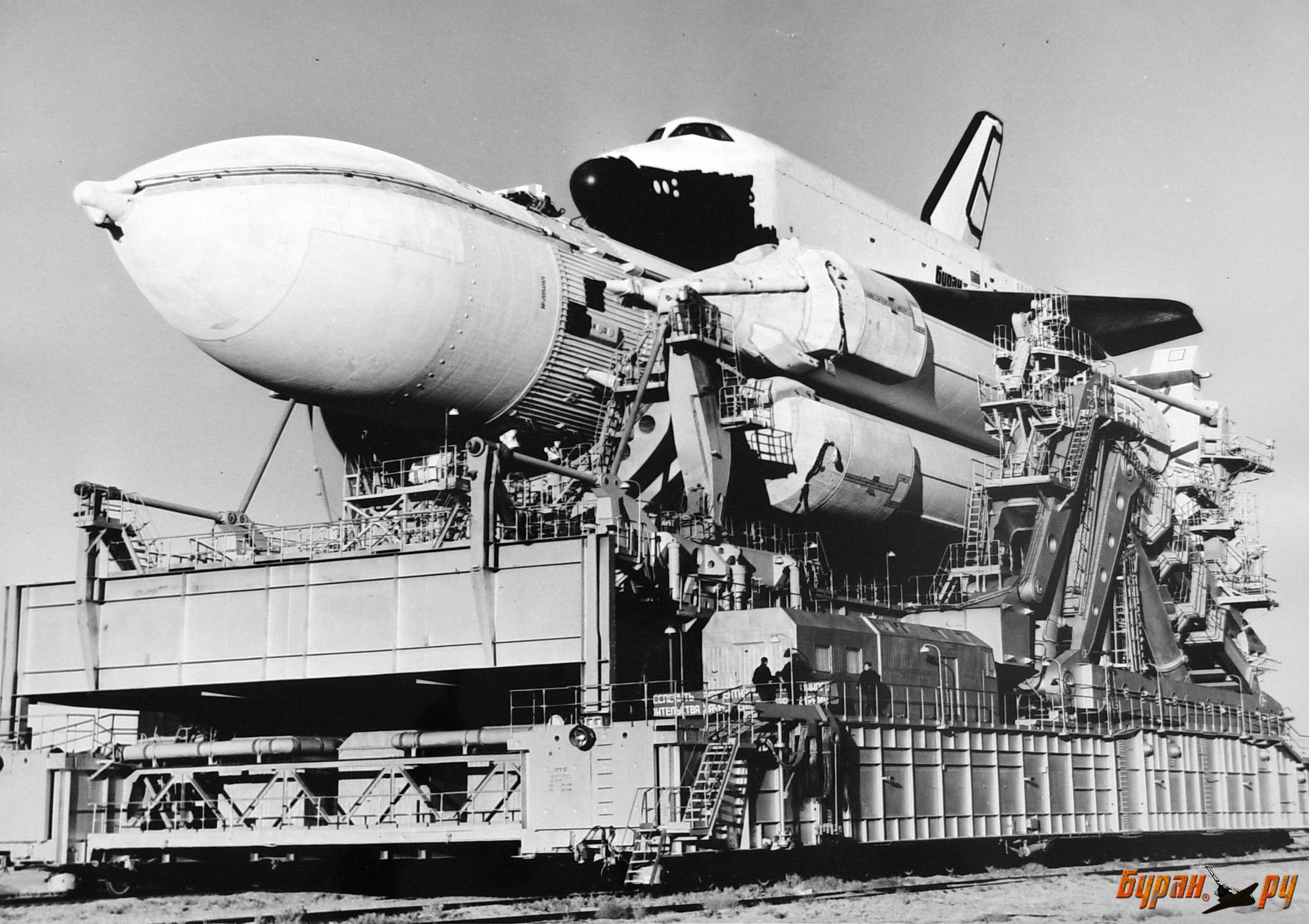 Figure 1: Naveta spațială sovietică Buran și racheta Energia, înainte lansrăii (sursa foto: buran.ru)