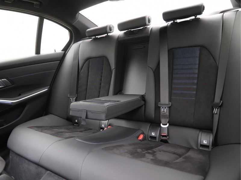 BMW 3 Serie 320i Exe M-Sport Aut. afbeelding 10
