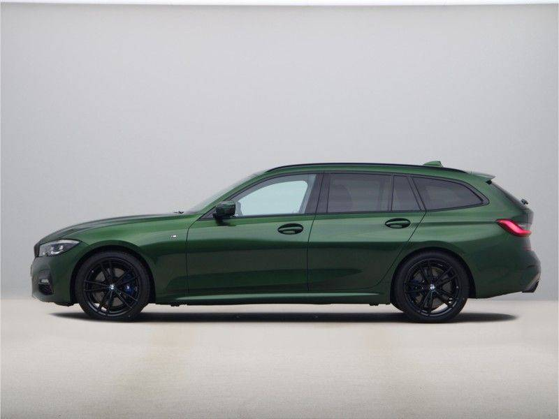 BMW 3 Serie 320i Touring Executive Edition M-sport afbeelding 12