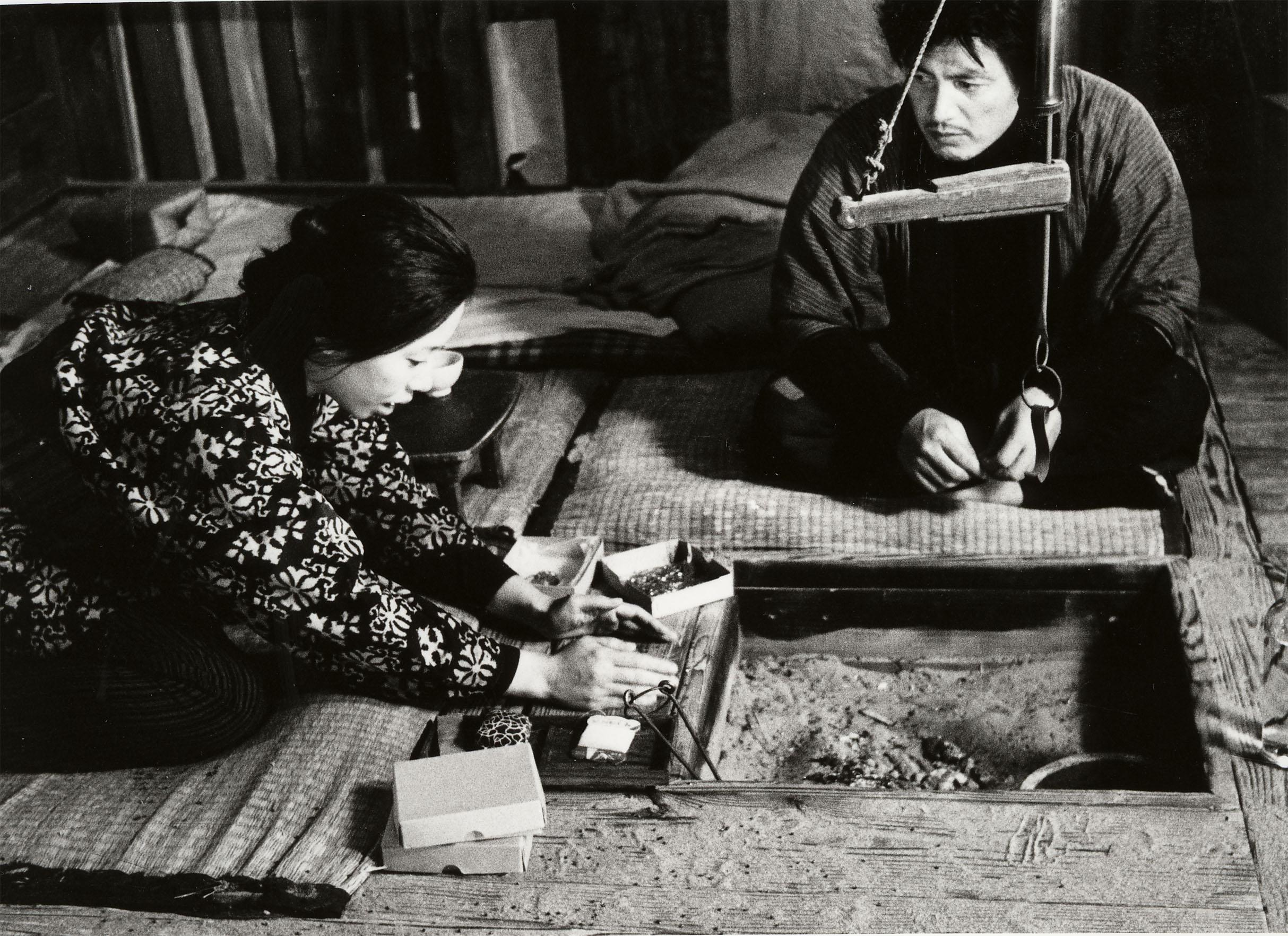 Кадр из фильма Хироси Тэсигахара «Женщина в песках», 1964 год. Источник: imdb.com