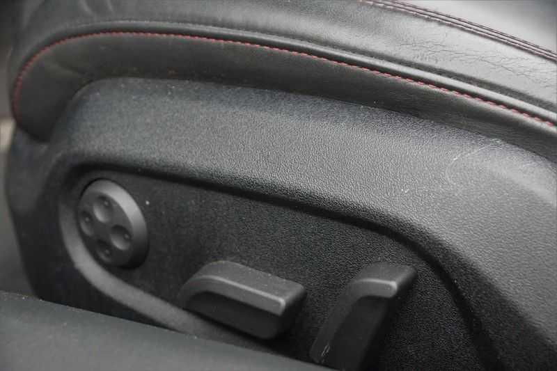Audi R8 Spyder 5.2 V10 FSI / Akrapovic / Carbon Pack / B & O / Ceramic / Camera / Audi Exclusive / Cruise afbeelding 24