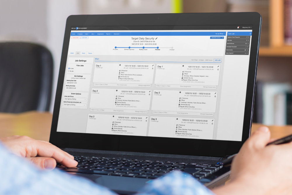 Detail Kommander being used on a laptop