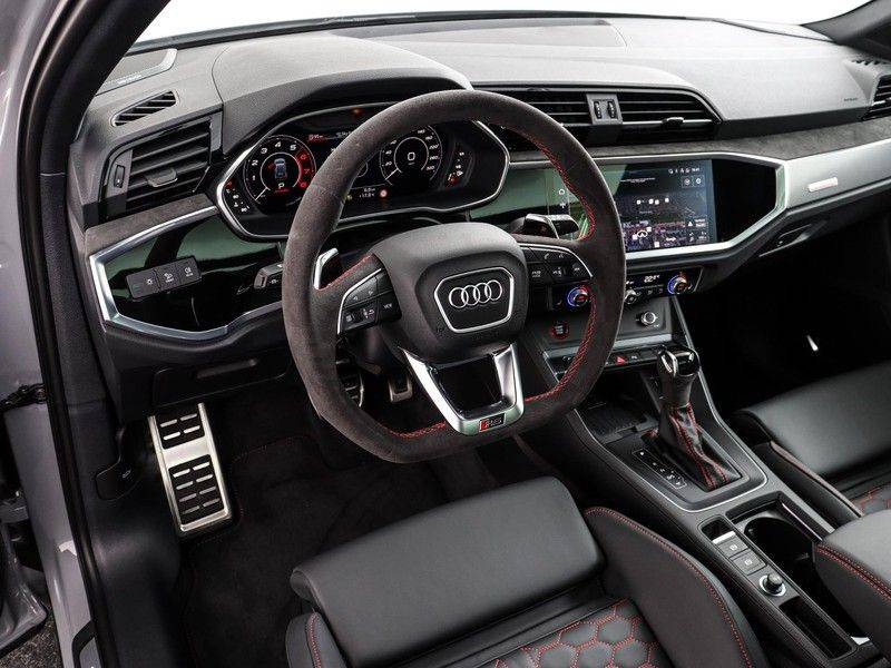Audi Q3 Sportback TFSI RS 400 pk | Pano.Dak | Camera | Adapt.Cruise | Trekhaak| | Zwart Optiek | Alcanatara | RS Dynamic | afbeelding 2