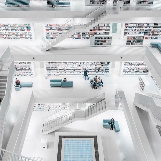 Библиотека в Штутгарте, Германия. Фото: Sara Kurfess / Unsplash