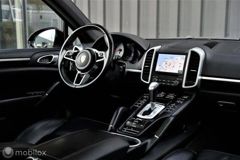 Porsche Cayenne 4.2 D S | Panoramisch dak | Bose | 850 Nm afbeelding 18