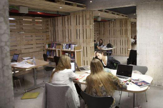 The Madrid campus has many study rooms with individual alcoves, which offer students space to review for exams or work on projects in a quiet and peaceful atmosphere.