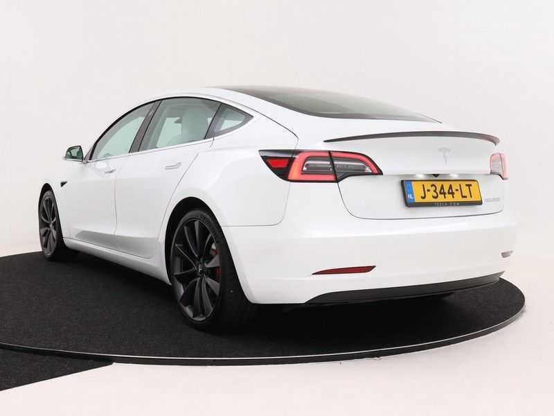 Tesla Model 3 Long Range All-Wheel Drive Performance Prijs is Incl. BTW   20'' grijze Performance-velgen   Performance upgrade   Performance remmen   Autopilot   afbeelding 8