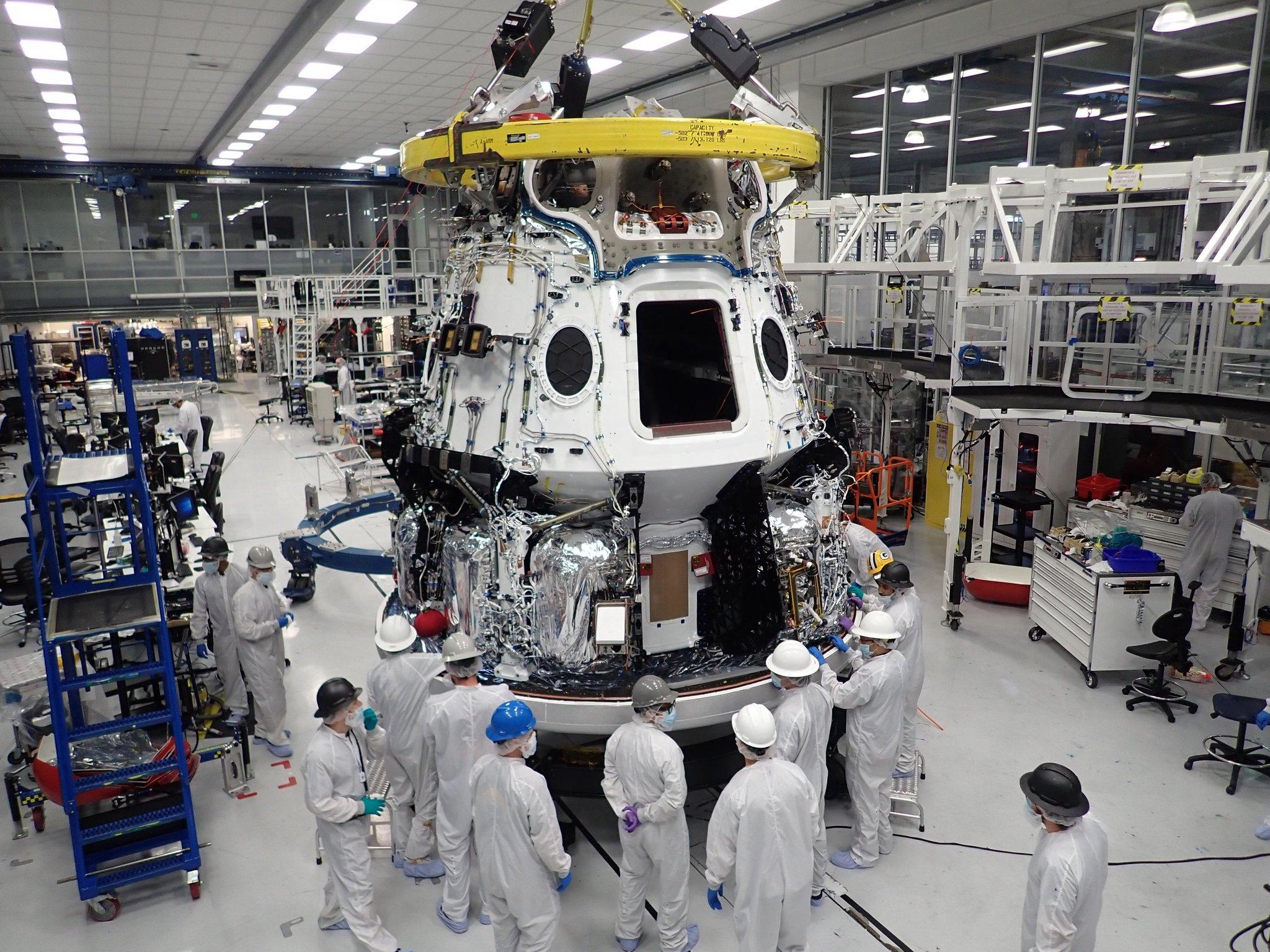 Imaginea 1: Capsula Dragon 2, carianta cargo, care urmează să fie folosită începând din acest an pentru aprovizionarea Stației Spațiale Internaționale.