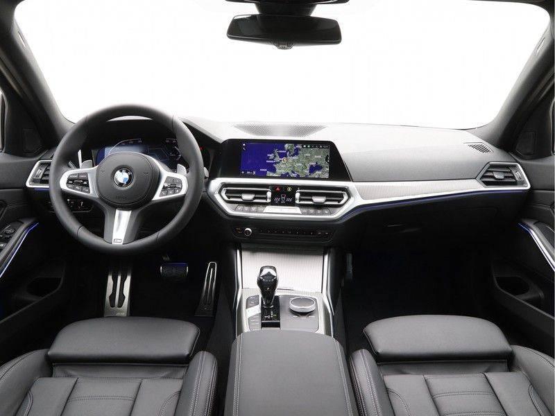 BMW 3 Serie 320i High Executive Model M Sport afbeelding 13