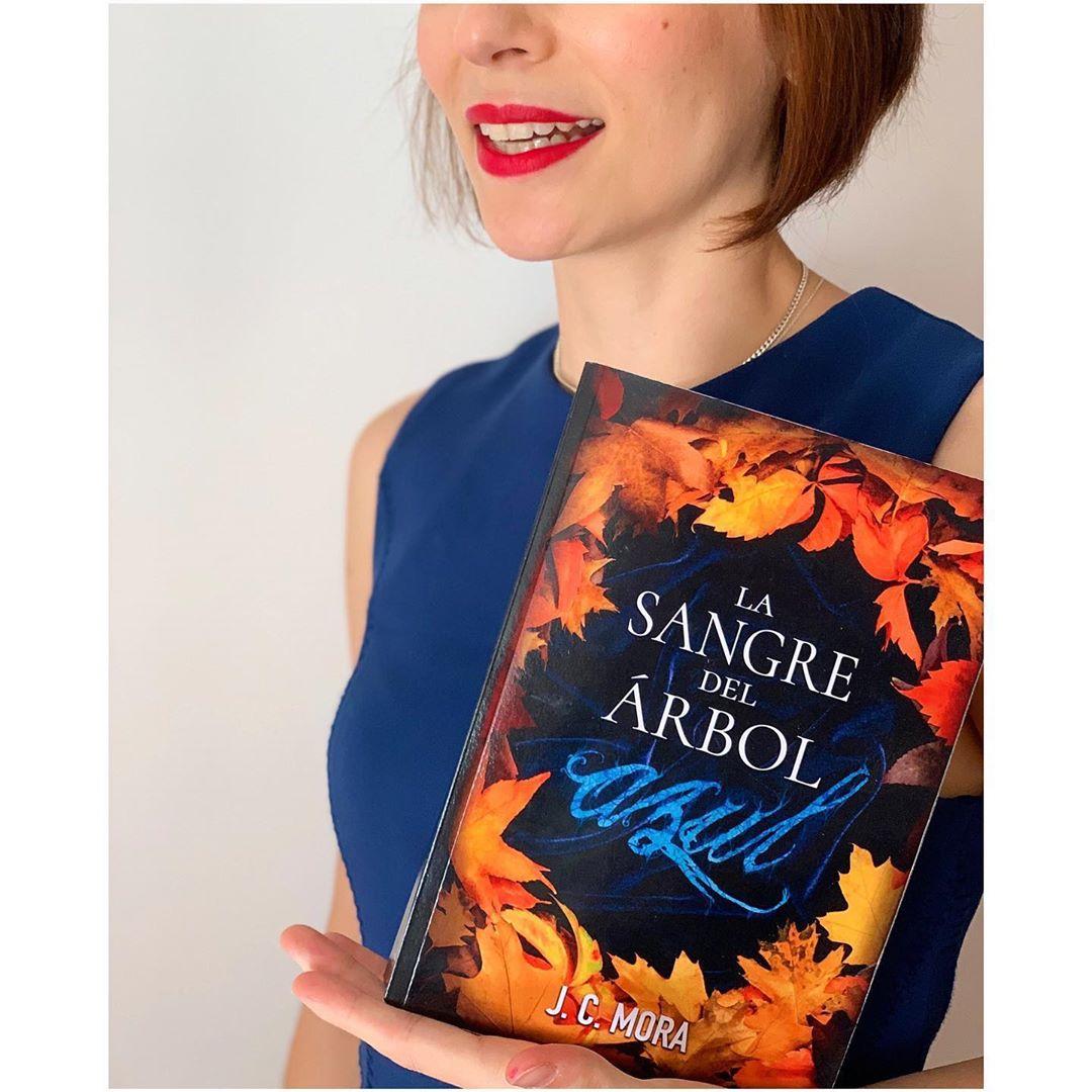 """Imagen de Reseña de """"La sangre del árbol azul"""", de J.C. Mora"""