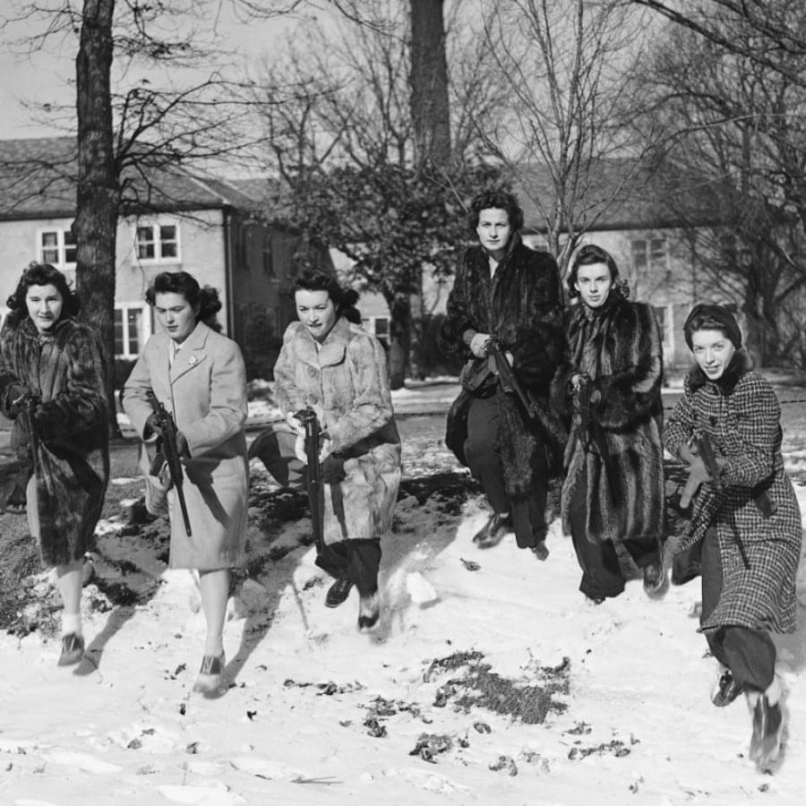 Cтудентки-ополченки Северо-Западного университета. Эванстон, штат Иллинойс, 11января 1942года. Фото: Limon.kg