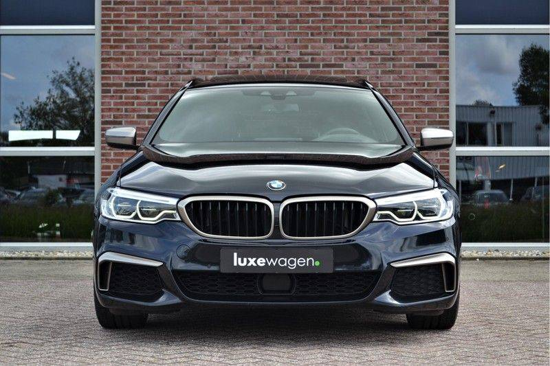 BMW 5 Serie Touring M550d xDrive 400pk Pano Standk ACC 20inch Adp-LED HUD afbeelding 7