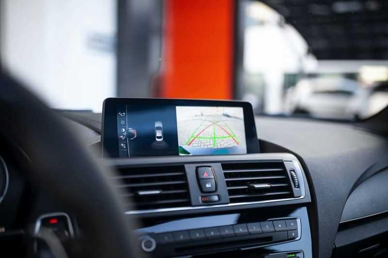 BMW M2 Coupé DCT *M-Performance uitlaat / LED stuur / H&K / Comp. velgen* afbeelding 11