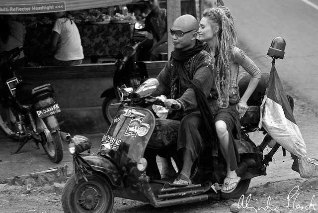 Fumes - Indo Vespa Community - photo by ALEJANDRO PLESCH