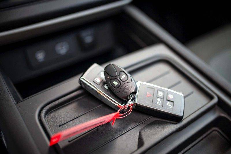 Land Rover Defender 110 2.0 D240 S 7p. *Meridian / Pano / DAB / LED / Elektr. Trekhaak / Standkachel* afbeelding 24