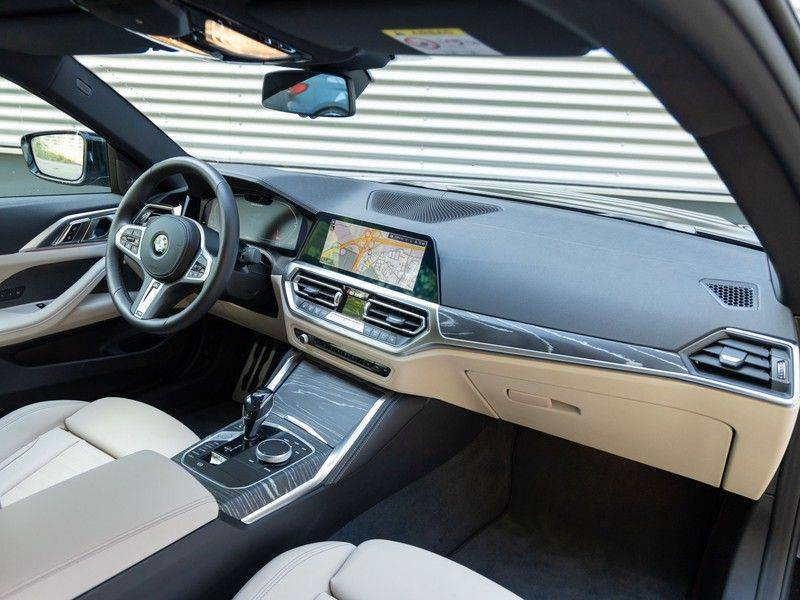 BMW 4 Serie Coupé M440i xDrive - High Executive - M-Remmen - Harman Kardon - Driving Ass Prof afbeelding 3