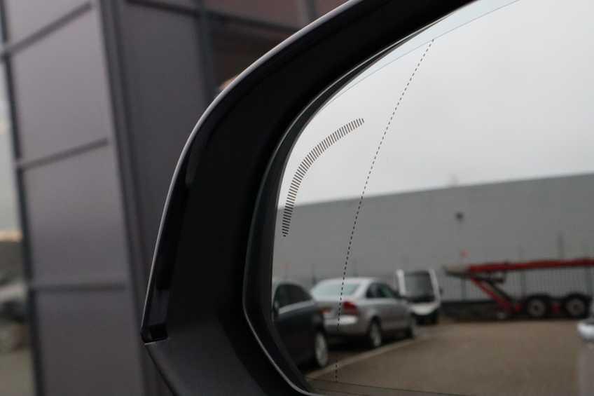 "Volvo XC40 Recharge P8 AWD R-Design | prijs ex.btw 55.987 | Panoramadak 360 Camera 20""LM 8% Bijtelling Direct Leverbaar afbeelding 5"