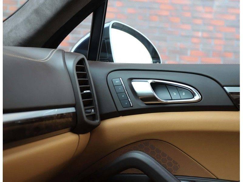 Porsche Cayenne Turbo *SportDesign*Pano*360cam*Chrono*Soft-Close* afbeelding 25