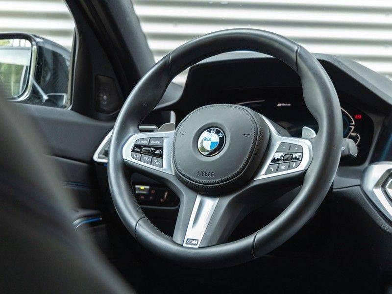 BMW 3 Serie Touring 330e xDrive M-Sport - Panorama - Harman Kardon - Active Cruise afbeelding 19