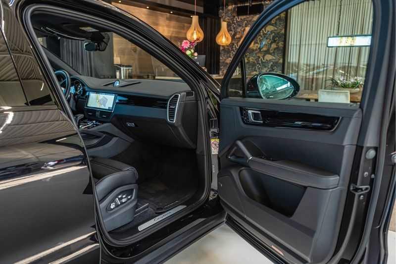Porsche Cayenne E-Hybrid | Sport-Chrono | Panorama | BOSE | PASM | Adaptieve Sportstoelen afbeelding 17